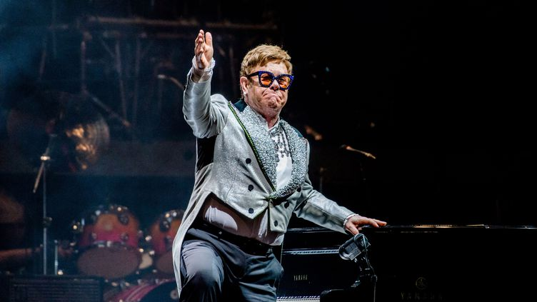 "Elton John lors de sa tournée d'adieu ""Farewell Yellow Brick Road"", ici à Amsterdam le 8 juin 2019. (FERDY DAMMAN / ANP)"
