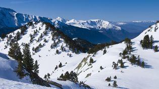 Le massif de Belledonne, en Isère. (EMILIE CHAIX / PHOTONONSTOP / AFP)