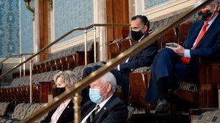 Des sénateurs républicainslors de la session extraordinaire du Congrès certifiant l'élection de Joe Biden, le 6 janvier 2020 à Washington (Etats-Unis). (ERIN SCHAFF / AFP)