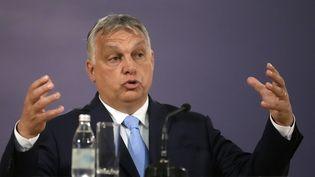 Le Premier ministre hongrois Viktor Orbán ke 8 juillet 2021 à Belgrade (Serbie). (DARKO VOJINOVIC / AP)