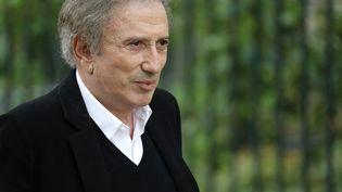 Michel Drucker, lors desobsèques de Guy Bedos, le 28 mai 2020, à Paris. (THOMAS SAMSON / AFP)