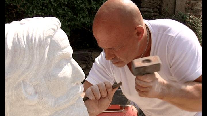 Yannick Robert réalisant une sculpture de Jean Jaurès  (France3/Culturebox/Yannick Robert)