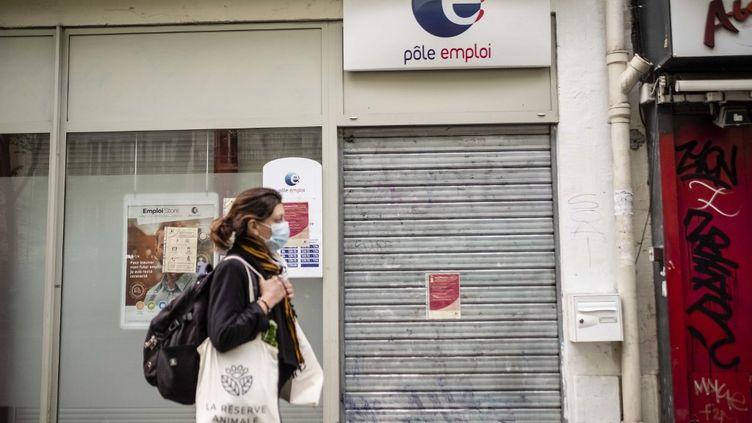 Une agence de Pôle emploi fermée pendant le confinement, le 21 avril 2020. (HUGO PASSARELLO LUNA / HANS LUCAS / AFP)