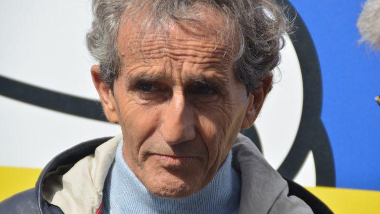 Alain Prost, quadruple champion du monde de F1, sur la piste installée des Invalides pour le Formula-e de Paris, le 27 avril 2019. (JEAN-CHRISTOPHE BOURDILLAT / RADIO FRANCE)