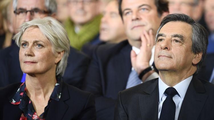 Penelope et François Fillon assistent à un grand meeting, le 29 janvier 2017, à Paris. (FRANCOIS PAULETTO / CITIZENSIDE / AFP)