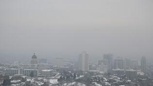 Un nuage de pollution à Salt Lake City (Etats-Unis), le 31 janvier 2017. (GEORGE FREY / GETTY IMAGES NORTH AMERICA / AFP)