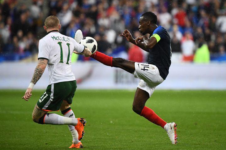 Le milieu de terrain des Bleus Blaise Matuidi lors du match amical face à l'Irlande, le 28 mai 2018 au Stade de France. (FRANCK FIFE / AFP)