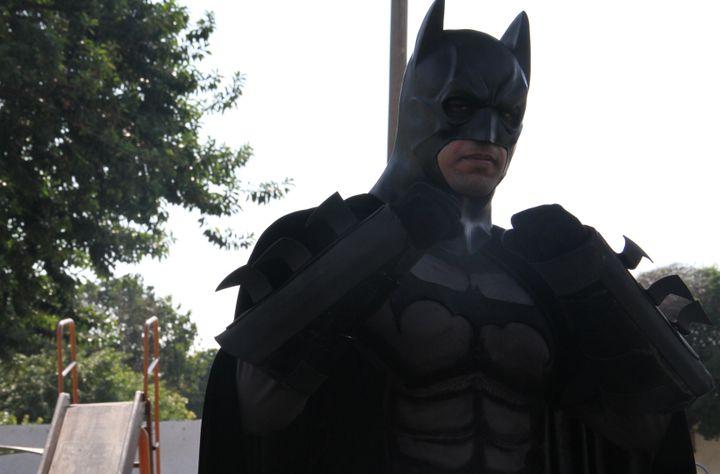 (Batman, toujours prêt à faire entendre sa voix © RF/GA)