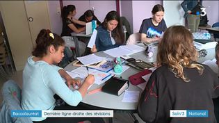 Le bac révisé en groupe à Romilly-sur-Seine (Aube) (France 3)