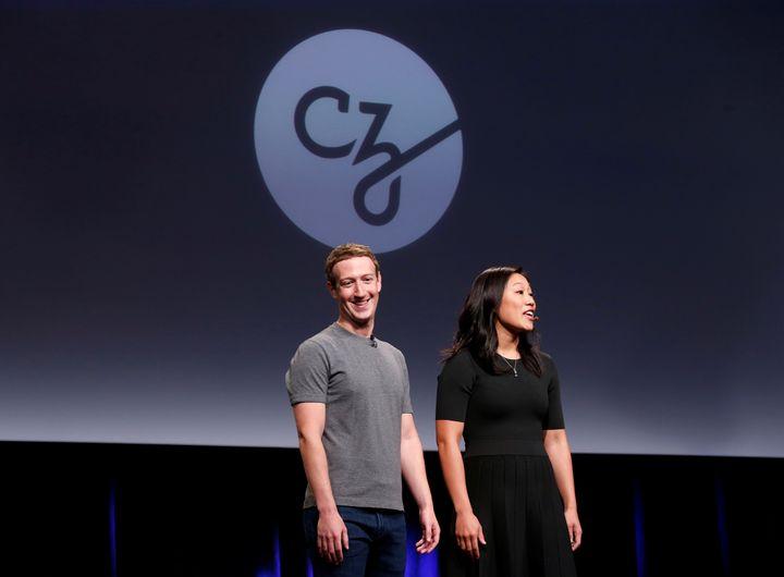 Mark Zuckerberg et son épouse Priscilla Chan lors d'une conférence de presse au sujet de la Chan Zuckerberg Initiative, le 21 septembre 2016. (BECK DIEFENBACH / REUTERS)