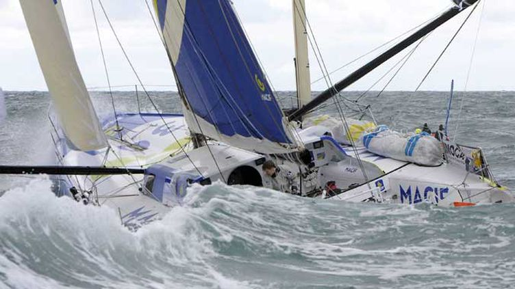 François Gabart sur son bateau Macif plus très loin des Sables-d'Olonne