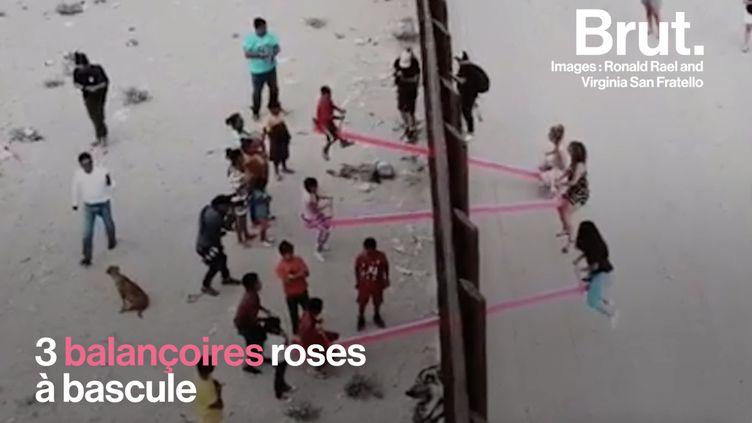 VIDEO. Grâce à des balançoires à bascule, ils jouent ensemble à la frontière américano-mexicaine (BRUT)