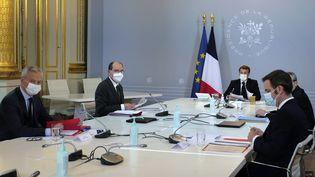Un conseil de défense sanitaire à l'Elysée, le 12 novembre 2020. (THIBAULT CAMUS / AFP)
