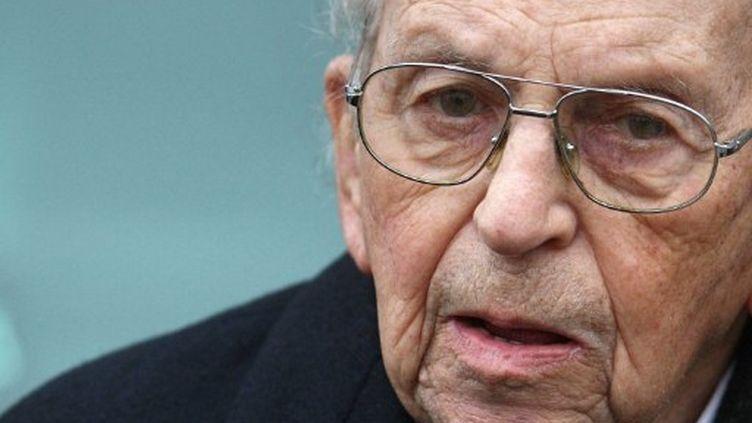 Raymond Aubrac, lors d'une cérémonie, en 2009. (JOEL SAGET / AFP)
