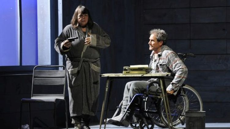 "Myriam Boyer et Francis Lombrail dans ""Misery"".  (Nathalie Sternalsky)"