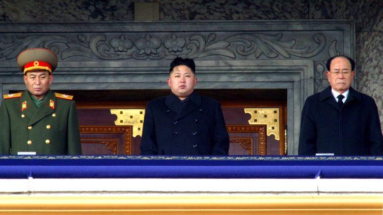 Kim Jong-un, au centre, lors des funérailles de son père et ancien leader de la Corée du Nord, Kim Jong-il, le 29 décembre à Pyongyang. (KCNA / AFP)