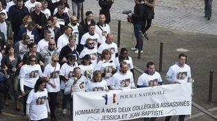 Des personnes défilent lors d'une marche blanche, le 16 juin 2016 à Magnanville (Yvelines), en hommage au couple de policiers tués. (DOMINIQUE FAGET / AFP)