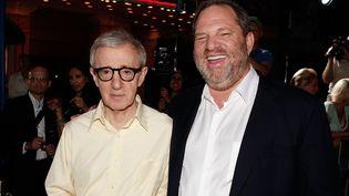 """Woody Allen avec le producteur américain Harvey Weinstein à la première du film """"Vicky Cristina Barcelona"""" au Mann Village Theatre de Westwood en Californie (4 août 2008)  (Kevin Winter / Getty Images North America / AFP)"""