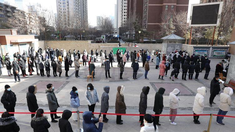 La Chine signale 96 nouveaux cas de coronavirus dans le pays