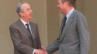 Edouard Balladur et le président Jacques Chirac après un entretien au Palais de l'Elysée, le 23 avril 1997 (GERARD FOUET / AFP)