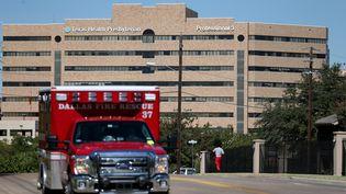 L'hôpital presbytérien de Dallas (texas, Etats-Unis)où est hospitalisé le premier malade d'Ebola hors d'Afrique, le 4 octobre 2014. (JOE RAEDLE / GETTY IMAGES NORTH AMERICA / AFP)