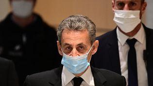 """L'ancien président de la République Nicolas Sarkozy, le 7 décembre, à son arrivée au tribunal à Paris pour leprocès """"des écoutes"""". (MARTIN BUREAU / AFP)"""