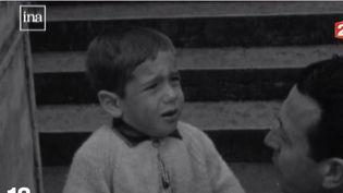Il y a quelques années également, la rentrée était un fort moment d'émotions. France 2 fait un bond dans le passé et revient sur la tradition des reportages sur les premiers jours d'école. (FRANCE 2)