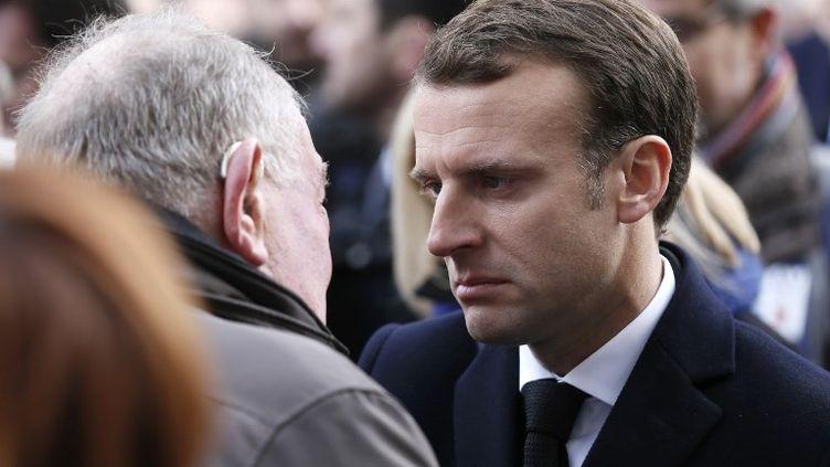 Le chef de l'Etat a observé une minute de silence sur les lieux des attaques, du Stade de France au Bataclan, en passant par les cafés et restaurants visés deux ans plus tôt. (ETIENNE LAURENT / AFP)