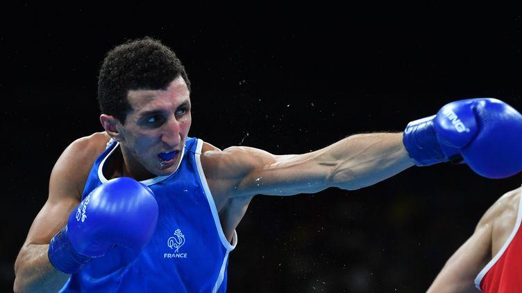 Sofiane Oumiha, l'espoir de la boxe tricolore (YURI CORTEZ / AFP)