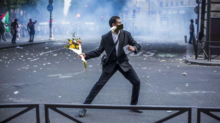 """Détournement d'une photo du photoreporter Laurent Troudé, pour """"Libération"""". (REDDIT / FRANCETV INFO )"""