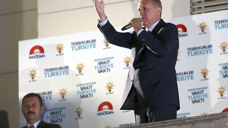 Le président turcRecep Tayyip Erdogan s'adresse à la foule, après sa réélection dimanche 24 juin (EPA)