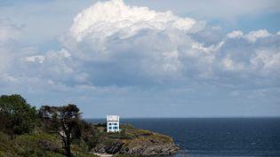 Une maison à Belle-île-et-Mer dans le Morbihan, le 19 mai 2021. (LOIC VENANCE / AFP)