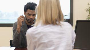 Plus d'un tiers des chômeurs disent avoir été discriminés à l'embauche, selon une enquête de l'Ifop. (PHOTO ALTO / ERIC AUDRAS / GETTY IMAGES)