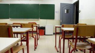 Une salle de classe du Lycée français, équipée d'un purificateur d'air, le 22 janvier 2014, à Pékin (Chine). (THOMAS BAIETTO / FRANCETV INFO)