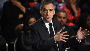 """François Fillon, lors du """"Grand Débat"""" le 4 avril 2017. (LIONEL BONAVENTURE / AFP)"""