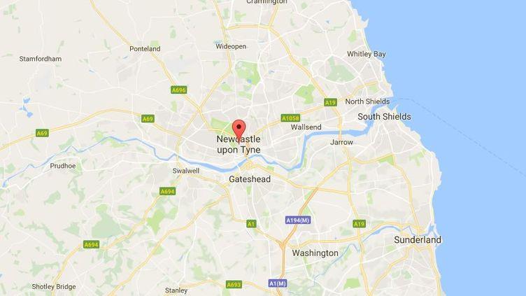 """Un """"homme armé d'un couteau"""" a été interpellé vendredi après avoir brièvement retenu en otage """"plusieurs employés"""" d'un centre de recherche d'emplois de Newcastle (Royaume-Uni). (GOOGLE MAPS)"""