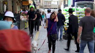 En Israël, qui a déjà vacciné près de 60% de sa population avec deux doses, les masques sanitaires tombent. (FRANCEINFO)