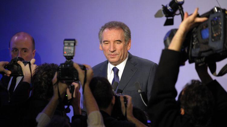 François Bayrou officialise sa candidature à la présidentielle à la Maison de la Chimie, mercredi 7 décembre 2011. (BERTRAND GUAY / AFP)