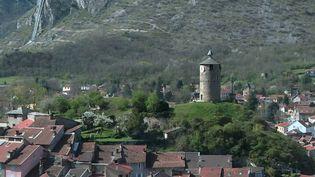 ÀTarascon-sur-Ariège, en Ariège, la préfecture a décidé de suspendre l'obligation du port du masque dans quasiment toute la ville. (CAPTURE ECRAN FRANCE 2)