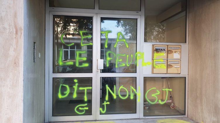 La permanence d'Adrien Morenas à Carpentras (Vaucluse) a été à nouveau vandalisée, dans la nuit de dimanche à lundi 19 août 2019. (TWITTER ADRIEN MORENAS)