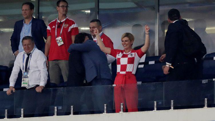 La présidente croateKolinda Grabar-Kitarovic célèbre la qualification de son pays aux tirs aux buts contre la Russie, samedi 7 juillet à Sotchi (Russie), en quarts de finale de la Coupe du monde. (HENRY ROMERO / AFP)
