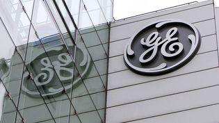 Le logo de General Electric sur une façade. (URS FLUEELER / KEYSTONE)
