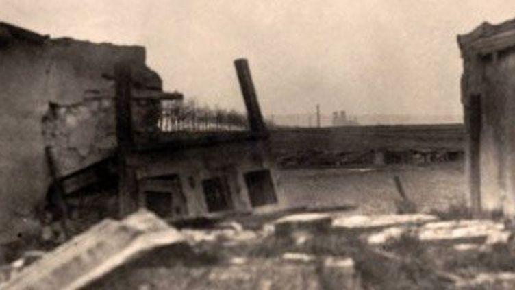 Vue de Reims à travers les ruines des maisons (1914). (Berliner Verlag/Archiv / DPA-ZENTRALBILD / DPA/AFP)