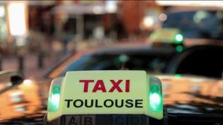 Les chauffeurs de taxis pourraient bientôt fêter une bonne nouvelle.Un député propose que leurs pourboiressoient défiscalisésafin deremettre en route une tradition qui se perd de plus en plus avec l'avènement du paiement par carte bancaire. (CAPTURE ECRAN FRANCE 2)