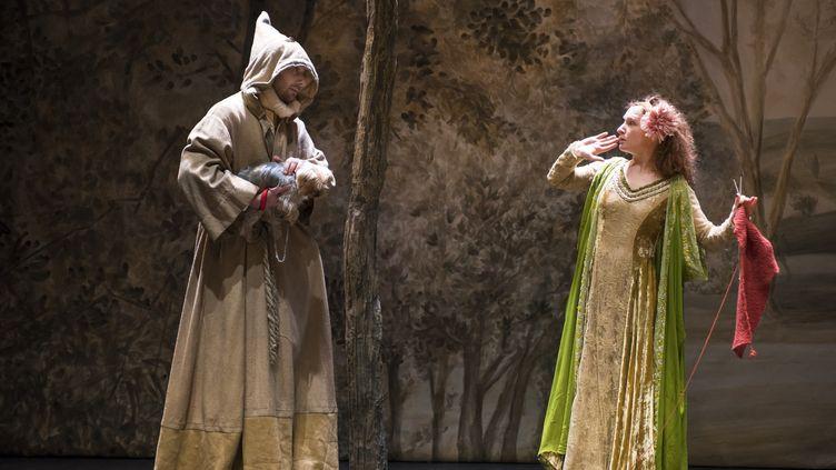 """Benjamin Lavernhe et Julie Sicard dans """"La Dame aux jambes d'azur"""" de Labiche   (Brigitte Enguérand)"""