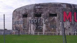 Ils font partie des vestiges de la Seconde guerre mondiale en France. Les blockhaus du mur de l'Atlantique sont partout sur le littoral, de la côte d'Opale à la Picardie, et sont aujourd'hui menacés par le temps. Alors faut-il les sauvegarder ou les détruire ? (France 3)
