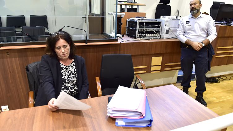 Rosa-Maria Da Cruz devant la cour d'assises de la Corrèze, à Tulle, à l'ouverture de son procès, le 12 novembre 2018. (GEORGES GOBET / AFP)