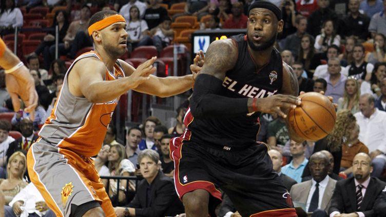 LeBron James à l'attaque de Jarde Dudley