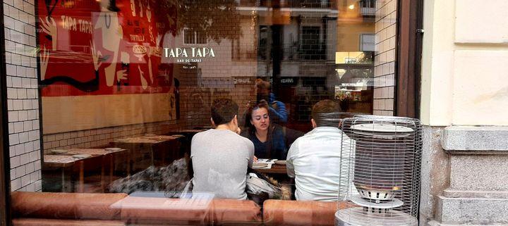 Un restaurant à tapas de Madrid, en janvier 2021. (VALENTIN DUNATE / RADIO FRANCE)