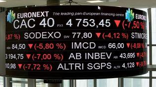 Panneau d'affichage à la Bourse de Paris. Photo d'illustration. (ERIC PIERMONT / AFP)
